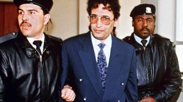 Abdelbaset Ali Mohmet al-Megrahi - her fotograferet i 1992 - er ved at tabe kampen mod en kræftsygdom. Han afsoner en livstidsdom for terrorangrebet i 1988, men nu kan han meget vel være på vej tilbage til hjemlandet Libyen. Det afhænger af den skotske justistsminster, som overvejer løsladelsen, som USA's udenrigsminister, Hillary Clinton, kalder 'absolut forkert'.