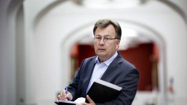 Allerede dagen inden Arbejdsmarkedskommissionen kommer med sin længe ventede rapport, skyder finansminister Claus Hjort Frederiksen den ned. Flere eksperter mener, det er useriøst, at politikerne har berøringsangst over for reformer, bare fordi der er krise.