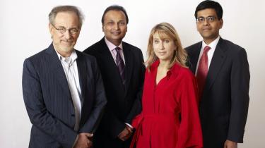 Steven Spielberg (t.v.) har indgået et samarbejde med den indiske rigmand Anil Ambani, hvis firma angiveligt overtager 50 procent af filmselskabet DreamWorks.