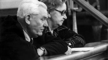 Aflytningen af Alfred Jensens lejlighed gav ifølge kommissionen hverken store resultater ud fra en militær strategisk eller kontraspionage-mæssig synsvinkel. Her er han med sin hustru under en debat i Folketinget i 1976.