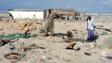Tsunamien i 2004 ramte også Somalia, hvor flere landsbyer blev skyllet i havet. Men den afslørede også dumpningen af giftigt affald, da store mængder affald skyllede op på strandene, og landsbyboere efterfølgende  blev syge.