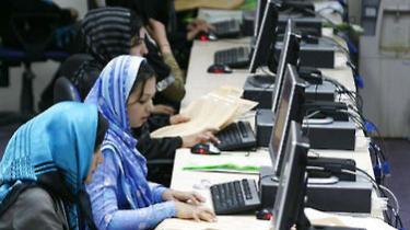 Langt flere afghanske børn, drenge som piger, går i dag i skole – til trods for Talebans trusler og voldelige angreb på skolepiger og lærere