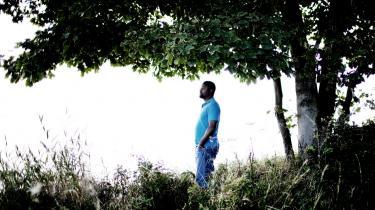 Når noget bliver taget væk, forestiller vi os, at det ikke er der mere. Men dets fravær er stadig et levende nærvær, siger forfatteren Ben Okri og fortsætter: I afrikansk kultur er man meget opmærksom på nærværet af det fraværende. Det bliver vendt ud mod verden og lever i symboler.