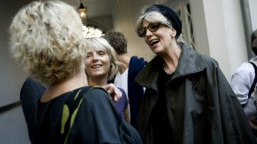 Hanne Vibeke Holst og Susanne Brøgger socialiserer ved det årlige efterårstræf for bogfolk.