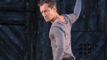 Jo, manden er lækker. Og hans Hamlet på Kronborg er også yderst interessant.  Men det er hans Ofelia ikke
