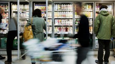Danskerne skal lære at gå udenom de billige madvarer, og så skal de lære noget om gode råvarer og madlavning, mener kokken Bo Jacobsen.
