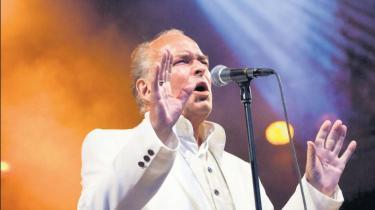 Peter Belli fejrede 50 års jubilæum på Plænen i Tivoli i København med solid opbakning fra et 'tight' lille orkester og en stribe træfsikre rock'n'roll hits fra en både broget og alsidig karriere