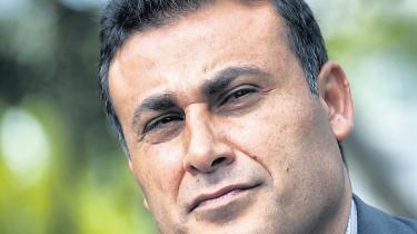 Naser Khader kalder  det ufatteligt naivt,  at de konservative politikere i København har givet grønt lys  for moskébyggeri  uden at undersøge,  hvem der står bag