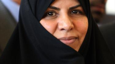 Sundhedsminister Marzieh Vahid Dastjerdi er Irans første kvindelige minister. Det iranske parlaments godkendelse af 18 af de 21 ministre ses som en succes for præsident Mahmoud Ahmadinejad.
