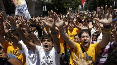 Kritikere af præsident Hugo Chávez hævder, at hans styreform antager nye diktatoriske højder.