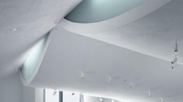 Det nye kunstmuseum HEART i Herning, som indvies i dag, er i realiteten et arkitektonisk mindesmærke over de begivenheder på stedet, som omkring 1960 var medvirkende til oprettelsen af Kulturministeriet og den stadig diskuterede Statens Kunstfond