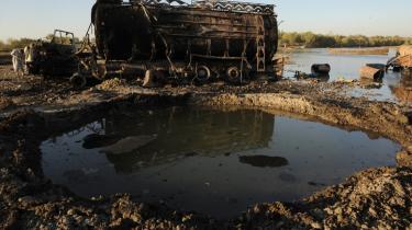 NATO-styrker bombede i lørdags en tankbil i den centrale Kundus-provins i Afghanistan af frygt for et Talebanangreb. Op mod 130 civile frygtes dræbt.