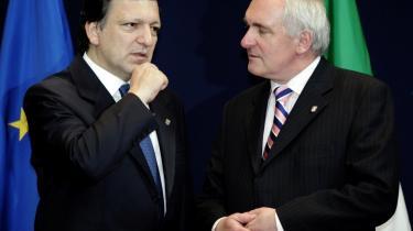 EU-Kommissionens formand, José Manuel Barroso, har en plan. Han vil genvælges som formand for EU-Kommissionen og holder derfor møde med de forskellige politiske grupper i Parlamentet. Dermed udspiller sig nu en af de vigtigste kampe i EU - kampen om magtfordelingen mellem Kommissionen og Parlamentet.