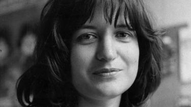 Kvindehistorie. Gennem Marianne Juhls fremstilling af Kirsten Thorups roman-forfatterskab får vi et rullende tidsbillede, set gennem især kvindernes temperament. Epoken er beskrevet mange gange før, men her får vi den opsuget og indføjet i romanernes konkrete univers. Det gør fremstillingen interessant.