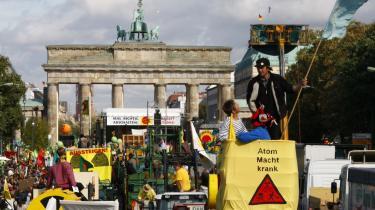 50.000 mennesker var i lørdags på gaden i Berlin for at demonstrere imod, at politikerne vil udskyde lukningen af de tyske atomkraftværker.