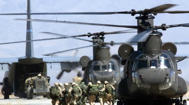 De amerikanske styrker indsat i Operation Enduring Freedom i Afghanistan var ikke forpligtet til at behandle fanger efter Geneve-konventionerne. Selv om danskerne godt vidste det, afleverede Jægerkorpset alligevel 31 mistænkte al-Qaeda-fanger til amerikanerne, viser nyt notat.