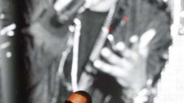 Jay-Z's 'The Blueprint 3' udkommer i dag på Roc Nation/Warner, men endnu en gang lader den stenrige amerikaner sin selvtilstrækkelighed bremse sig. Jay-Z slipper af sted med endnu en bekvem udgivelse, der rummer tegningen til noget større - men ikke behøver at gå hele vejen, siger Rune Skyum-Nielsen.