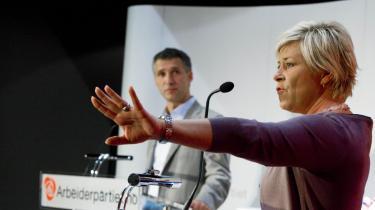 Den norske statsminister, Jens Stoltenberg, har gentagne gange under valgkampen  påpeget den skingre tone hos Siv Jensen, partiformand i Fremskrittspartiet, der omvendt gerne ser Stoltenberg forlade statsministerposten efter gårsdagens valg.