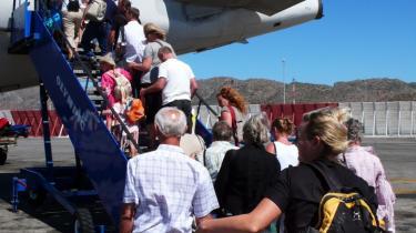 Socialdemokraterne og SF har i deres skatte- og trafikudspil foreslået en klimaafgift op alle flyrejser på 75 kr. pr. billet, men forslaget er nytteløst.