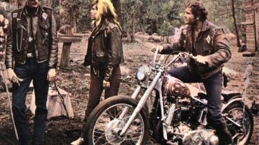 The Wild Angels. Cormans film fra 1966 med bl.a. Peter Fonda fik af filmkritikeren Leopold Maltin beskrivelsen: Ok efter omkring 24 øl.