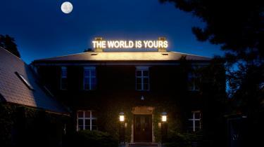 'The World is Yours' på Louisiana er ikke en hardcore kurateret udstilling, men en bred vifte af nutidskunst til et bredt publikum.