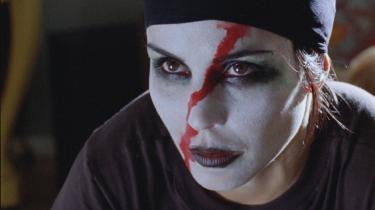 'Pigen der legede med ilden' ligner en tv-film, der er blevet blæst op på det store lærred