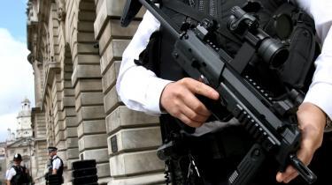Den terrorbekæmpelse der er foregået i Storbritannien, og som forhindrede en række påtænkte terrorhandlinger, vil samtidig med at den lykkedes så storartet, betyde en yderlige skærpelse af terrorens metoder.