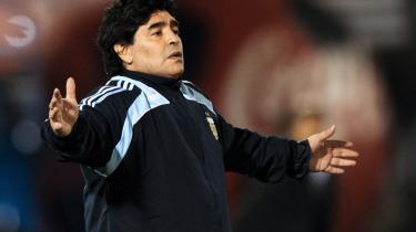 Tro. Efter to nederlag i vigtige VM-kampe i træk, fastholder argentinernes træner, legende m.m.m., Diego Maradona, at der ikke er noget at græde over. Det skal nok gå alt sammen.