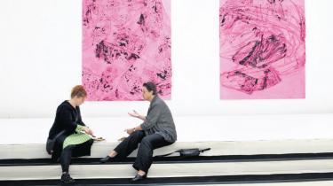 Vi må nuancere debatten om relationen mellem kunst og kapital, mellem værdi, smag og dannelse. Vi skal være skeptiske, når f.eks. politikere taler om kunstens anvendelighed, formål og funktion. Vi må se kritisk på, hvilke institutioner, der blåstempler og udvælger noget kunst som bedre end andet og sætter de værker i evigt kredsløb i den voksende museumsindustri