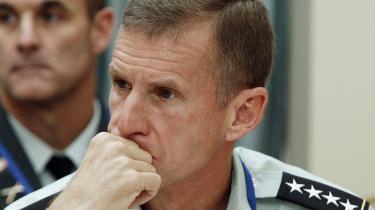 Den øverstbefalende militære leder af NATO og USA's indsats i Afghanistan, Stanley McChrystal, tegner et grumt billede af situationen i en rapport til USA's præsident Barack Obama, der er blevet lækket til pressen. Kampen mod Taleban kan kun vindes med en forøgelse i antallet af tropper i landet, skriver han.