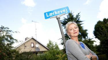 Søs Egelind medvirker i den nye dramaserie 'Lærkevej', som vises på TV 2 i aften kl. 20. Søs Egelind spiller den alkoholiserede overklassefrue Elisabeth, der sammen med de andre på vejen har deres skjulte laster og åbenlyse brister.