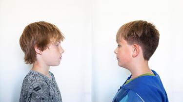 Det er børn på alder med Poul og Emil, begge 12 år, som Dansk Folkeparti vil give domstolene mulighed for at idømme flere års indespærring på en lukket institution, hvis de unge laver grov kriminalitet. Poul og Emil er ikke kriminelle, men har begge indvilget i at lade sig fotografere for at illustrere, hvor 'ung' man er, når man er 12 år.