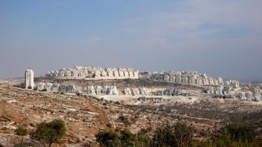 Nybyggeri. Bosættelsen Har Homa ved Bethlehem er et typisk eksempel på nyere bosætteri. Bosættelsespolitikken skaber de facto de største forhindringer for en fremtidig fredsproces.