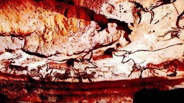Hvert år mødes Georges Agniel, som var med til at opdage Lascaux-grottens hulemalerier, med de lokale i Dordogne i Frankrig og fejrer 'Stenalderens Sixtinske Kapel'