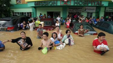 Oversvømmelser som den, der ramte Filippinerne i weekenden, vil vi se flere af, siger dansk klimaforsker