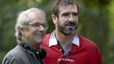 Ken Loach (t.v.) og Eric Cantona under indspilningen af 'Looking for Eric'.