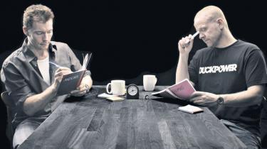 Anders Matthesen og Thomas Hartmann har i showet 'Bytte Bytte Købmand' skrevet hinandens monologer, og det fungerer fint at dømme efter antallet af latterkaskader. Ja, selv Informations udsendte morede sig faktisk