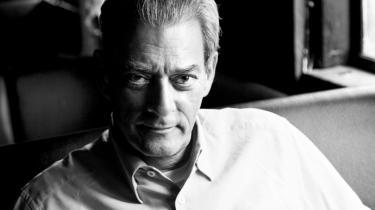 Konsekvent. Paul Auster har skrevet 16 romaner og har også udgivet digte, erindringer, essays, oversættelser og film. Hans seneste roman, 'Usynlig', udkommer på dansk den 3. oktober, og den er ligesom de foregående ikke skrevet på computer, men på skrivemaskinen, som Auster stadig sværger til.