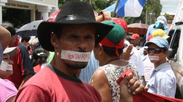 Honduranerne protesterer mod de indskrækninger der er indført i deres ret til at ytre sig  og til at samles.