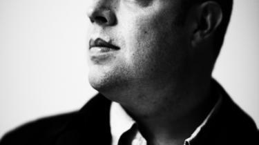 Familieskæbne. Engelsk-russiske Owen Matthews (th.) har optrevlet sin russiske families historie. Om morfaren (øverst tv.), der blev henrettet, om moren Ljudmilas hårde opvækst på et børnehjem og om forældrenes  kærlighed på tværs af jerntæppet (nederst tv.). Det er blevet til et  vidnesbyrd om menneskets evne til at overleve.