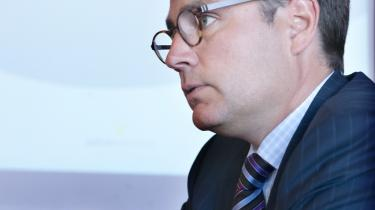 PET-Kommissionen. Justitsminister Brian Mikkelsen kan sikkert se frem til at skulle svare på mange nærgående spørgsmål, når Folketinget inden for en overskuelig fremtid skal diskutere resultatet af PET-Kommissionens arbejde gennem 10 år. Som en håndsrækning til de folkevalgte formulerer Information her 11 debatter, som Folketinget bør tage, før de kan lægge PET-rapporten bag sig.