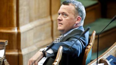 Statsminister Lars Løkke Rasmussen skal holde sin første ordinære åbningstale i Folketinget i morgen. Hvordan får han denne lejlighed til at komme i centrum?  Og vil talen profilere en endnu ret profilløs statsminister?