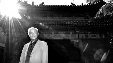 Taiyang Shi har brugt en del af sin svimlende formue på at renovere facaden til sin bolig, et tidligere tempel i en af Beijing Citys hutonger.