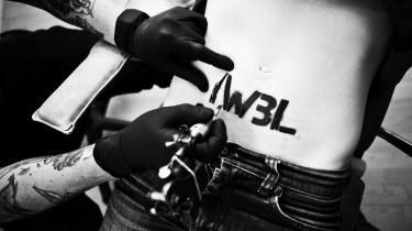 Statement. Chantell får no-life-bevægelsens vartegn tatoveret henover sit maveskind. I Will Be the Last - jeg vil være den sidste.