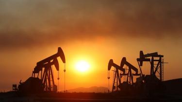 Kina holdt fast i at mindske afhængigheden af de fossile brændsler. Det betød, at Kina ikke blev så hårdt ramt på økonomien som f.eks. USA, da olieprisen begyndte at stige mod himlen.