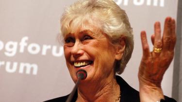 Den svenske forfatter Kerstin Ekman smækkede i 1989 med døren i protest mod, at Det Svenske Akademi ikke ville stille sig bag en fælles appel til den svenske regering om at gribe ind i Rushdie-sagen og har ikke villet sidde med og kåre Nobelpris-vindere i litteratur. Her er hun fotograferet på bogmessen i Forum for et par år siden.   Arkiv