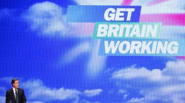Den årlige konference er partiernes mulighed for at tale til folket og forklare partiets planer og politik. Men for de britiske konservative er konferencens andre emner druknet i spørgsmålet om partiets forhold til Europa. Her taler partiformand David Cameron.