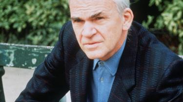 Milan Kundera. Kundera er en international forfatter af stort format og med stor indflydelse på det litterære kredsløb, som de senere år er gledet længere ned på listen, men alligevel er et bud på årets nobelprismodtager.