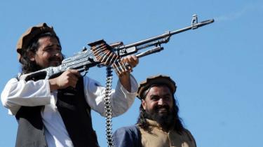Mens talebanerne vinder frem i Afghanistan, går det stærkt ned ad bakke for deres trosfæller i nabolandet Pakistan. Hæren forbereder en storoffensiv mod Talebans hovedkvarter i Waziristan og chancen for succes er større end længe