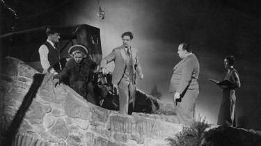 En planlagt nyindspilning af Le Carré-klassikeren 'Dame, konge, es, spion', tyder på, at biografgængerne stadig har appetit på spionagegenren - men hvori består i grunden den vedvarende appel ved skæg og blå briller?